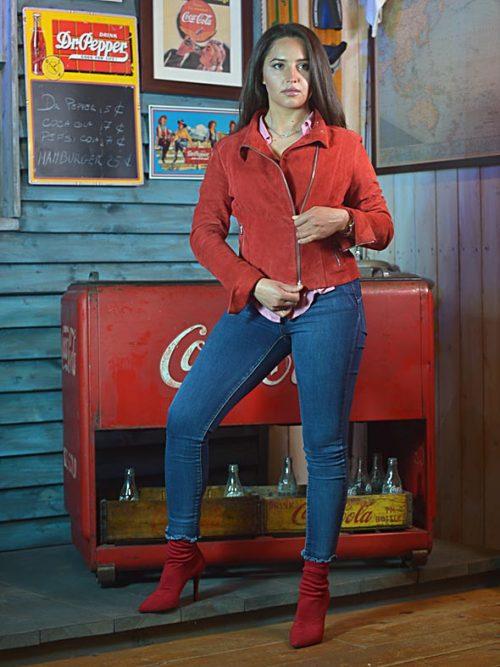 Chiodino elegante in scamosciato rosso donna